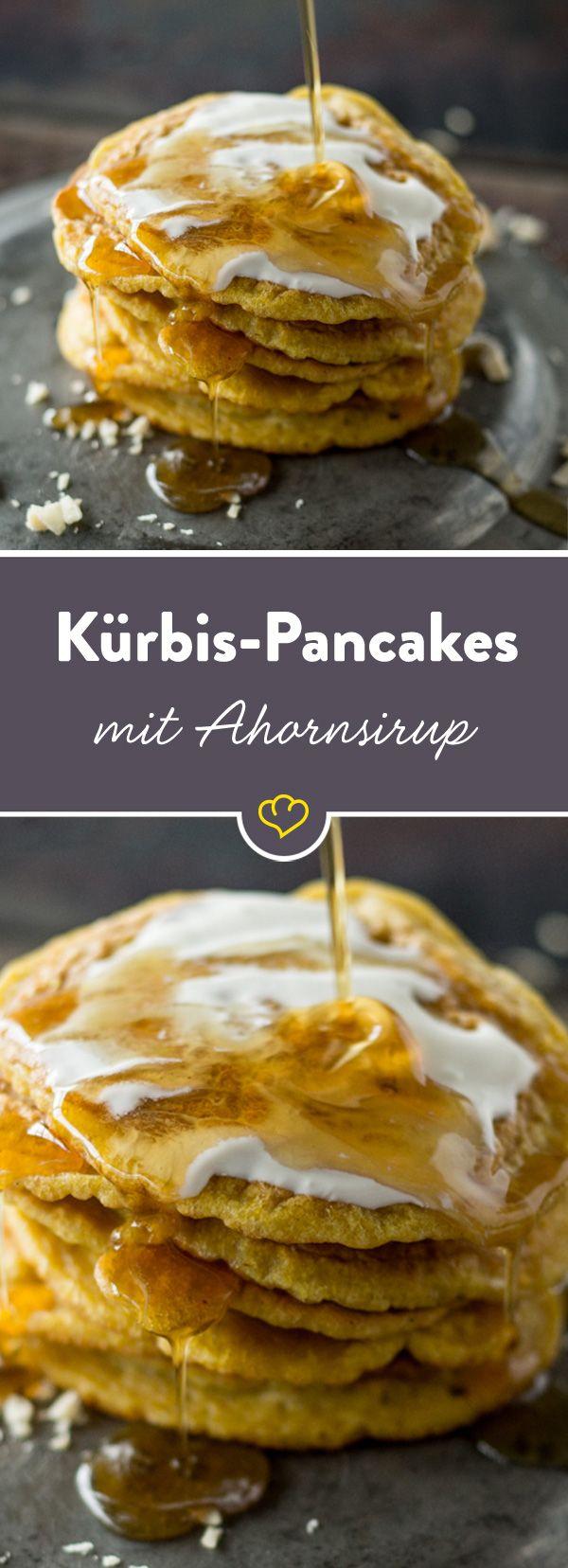 Kürbis im Pfannkuchen und dann auch noch süß - hört sich ein bisschen verrückt an, oder? Aber solltest du probieren. Mit Ahornsirup ein Gedicht.