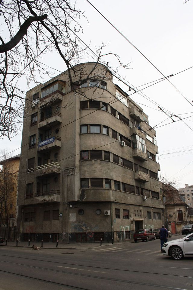 Apartment block in Bucharest (No 3 Stefan Luchian str) by Marcel Iancu. 1930s