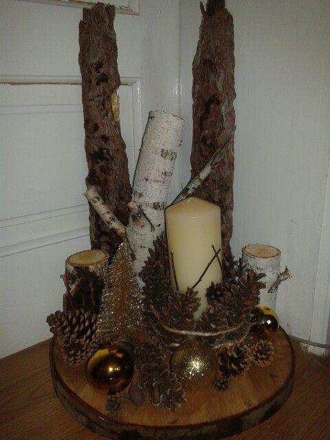 Christmas arangement!  Rustic wood & pine cones decoration!