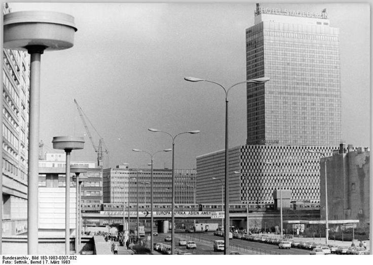 Berlin, Karl-Liebknecht-Straße   7. März 1983   Foto: Bernd Settnik