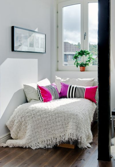 NookWhite Spaces, Cozy Corner, Corner Beds, Guest Bedrooms, Windows Seats, Reading Corner, Reading Nooks, Bold Colors, White Room