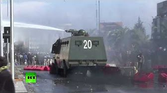 1:18  Chilean police disperse May Day demo with water cannon