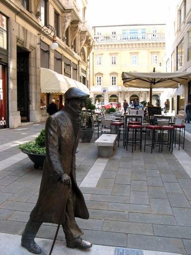 Trieste, statua di Umberto Saba