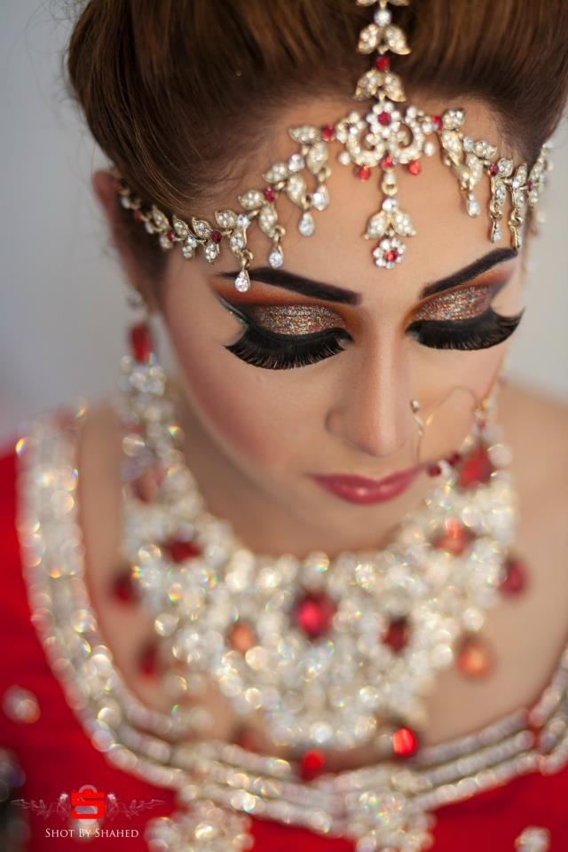 Beautiful Indian Brides                                 (I LOVE THE EYES!)