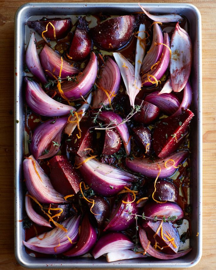 Roast Balsamic Beetroot and Onion by blog.avago.com: Beets are  a great source of antioxidants, high in vitamin C and manganese.   a great side to roast beef, this takes 3 min prep, 60 min cooking time. #Beets #Onion #Balsamic
