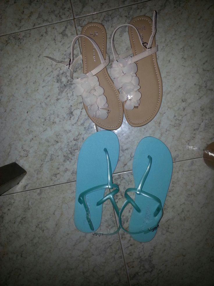 sandalo azzurro mare 3€ sandalo con fiori 8€ primark