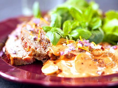 Klara Dessers recept på köttfärslimpa med svampsås är beräknat till fyra personer och hämtat ur boken Näringsrik & nyttig LCHF.