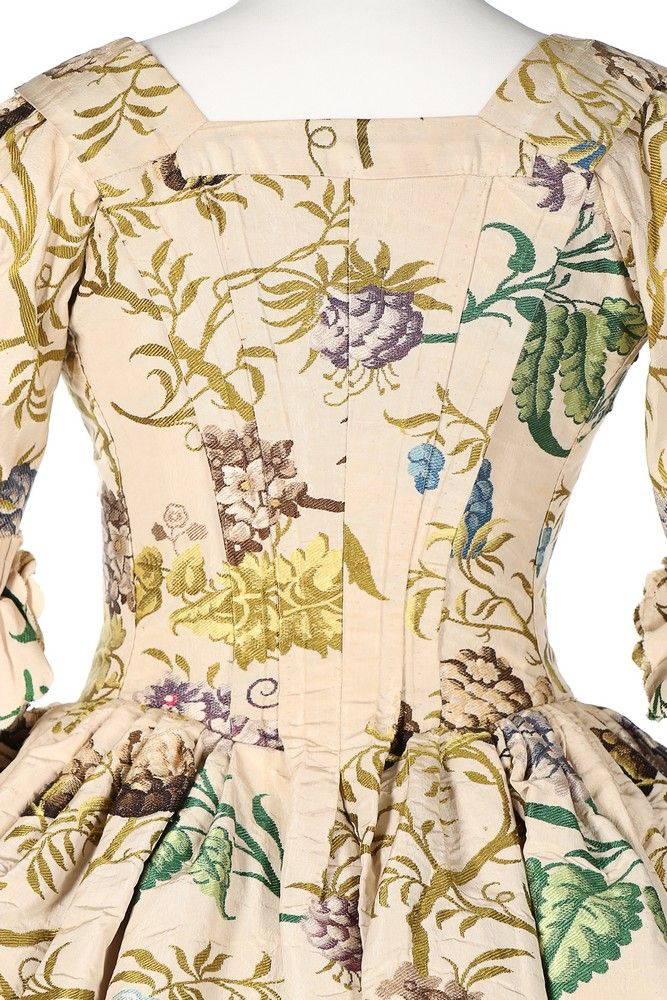 Detail rear view, robe à l'Anglaise, England (Spitalfields, probably Anna Maria Garthwaite), altered in 1750, fabric; late 1730s. Ivory silk woven with large-scale sprays of hops, blossom in shades of blue, brown mauve with bright green and chartreuse silk foliage, ivory silk lining.