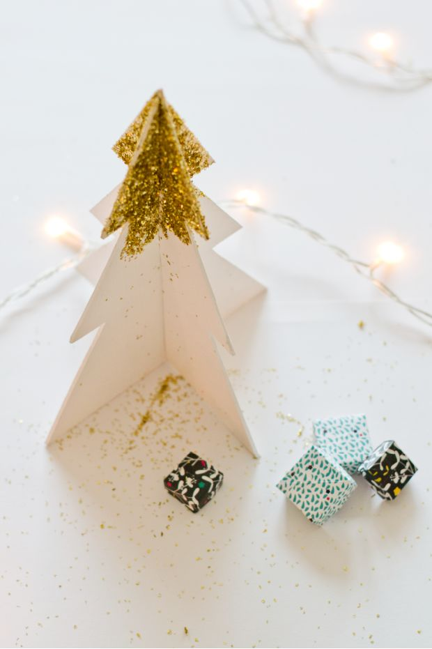 Tuto : un sapin de Noël doré en carton