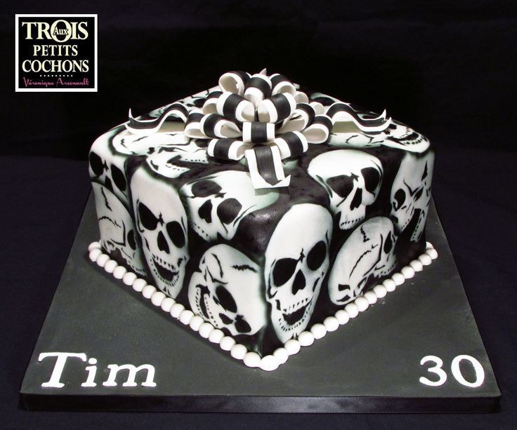 Happy birthday Tim! - Black and white skull cake! This is made with airbrush.