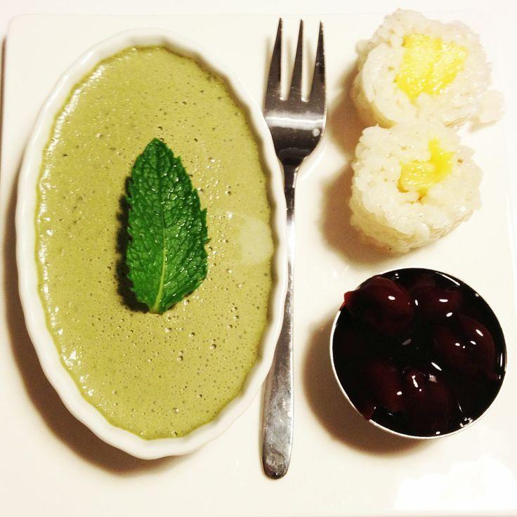 Matchapanacotta mit Kokosmilchreis-Mango-Sushi - Маття панакотта с суши из риса на кокосовом молоке с манго