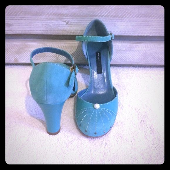 """🌟Marc Jacobs Teal Suede Mary Janes Closet Clean-Out. Flapper vibes. Girly & sweet MJ teal Mary Janes. Suede/Leather with stitch, stud & pearl detail on toe. Comfy 3"""" heel. Never Worn. Marc Jacobs Shoes Heels"""
