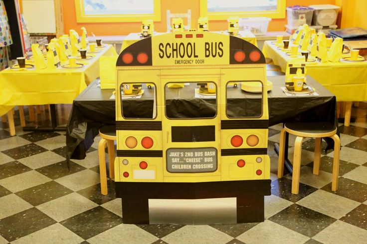 Classroom Table Design ~ Wheels on the bus school bash kids table photo op