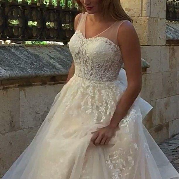 Buenos días! Hoy os muestro este diseño para las Novia más románticas que me tiene enamorada!�� NOVIAS ÚNICAS by Martina Sposa #noviasunicas #noviasdecuento #vestidosdenovia #weddingdress #bridal #bridalfashion #bride #loveit #instawedding #weddingblog #instagram #martinasposa #martinaprivé  Citas personalizadas 977 127  141 http://gelinshop.com/ipost/1523749607396530433/?code=BUlcjHbgtkB