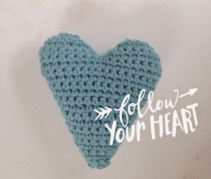 Er zijn al veel patronen van hartjes, allemaal even leuk. Ik heb dit patroon gemaakt voor een harthanger bijv. met een lintje eraan. Zodat het een hartje blijft als je de twee helften op elkaar naait. Ik merkte namelijk dat bij een aantal bestaande hart patronen de vorm verdwijnt als je er twee aan elkaar …