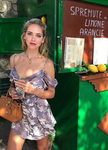 Chiara Ferragni wears a viola dress by Rat and Boa