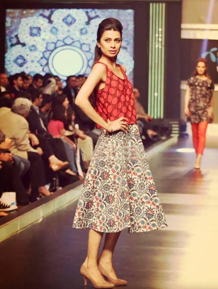 Telenor Fashion Week ChenOne Pareesa Lawn 2015 (6)