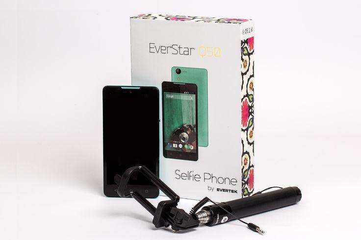 C'est le premier Smartphone livré avec une perche spéciale Selfie!  L'EverStar Q50 est un Smartphone idéal pour la vie de tous les jours, les photos, le surf sur Inetrnet! Mais aussi : avec un écran d'excellente qualité et de 5'', il permettra tout autant de travailler suivre ses emails et chatter ou faire des vidéo conférences! L'EvertStar D50 est le nouveau Smartphone Star d'Evertek!