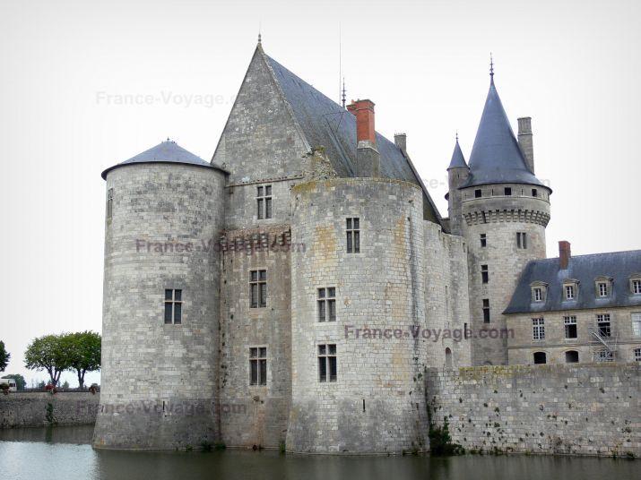 Château de Sully-sur-Loire : Medieval fortress and moats (la Sange)