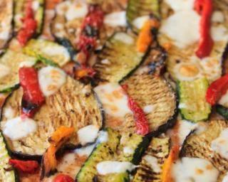 Pizza végétalienne aux légumes du soleil : http://www.fourchette-et-bikini.fr/recettes/recettes-minceur/pizza-vegetalienne-aux-legumes-du-soleil.html