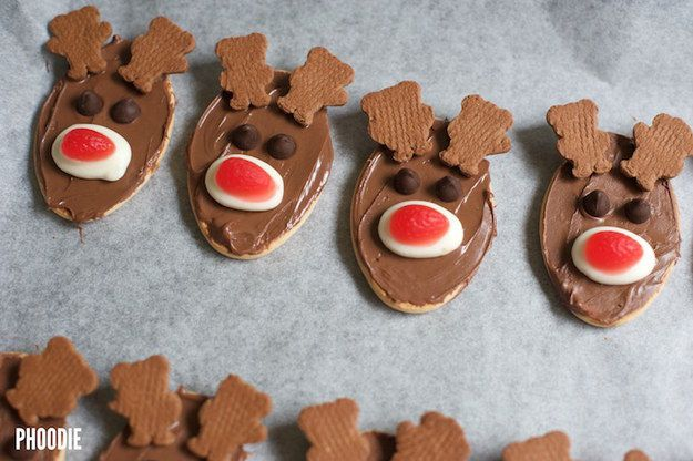 Reindeer biscuits.   16 Easy Edible Homemade Gifts For People Who Suck At Making Things
