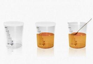 """Il dosatore per il miele """"Pot à Miel"""" di Guzzini...La soluzione è l'oggetto ideato da Francois Azambourg per la storica azienda Guzzini, un contenitore particolare dal nome """"Pot à Miel"""".  La sua forma è quella di un bicchiere con all'interno una specie di piccola scala che permette di dosare in modo corretto la quantità di miele occorrente, evitando di sporcare il cucchiaino e perdere del prodotto."""