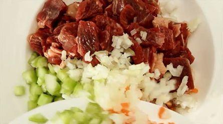 Runderstoofvlees met rode wijn - Recept - Allerhande - Albert Heijn
