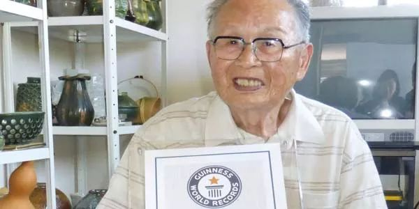 #Japanese man, 96, becomes world's oldest college graduate