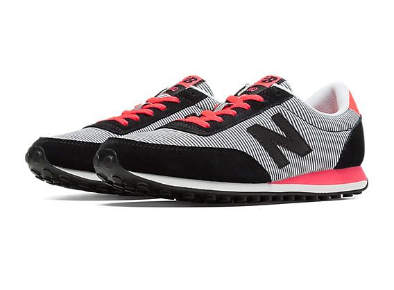 Combine a retro look and feminine flair with the New Balance 410 Seersucker. This track-inspired classic features a sporty silhouette softened up with seersucker details and on-trend colors.