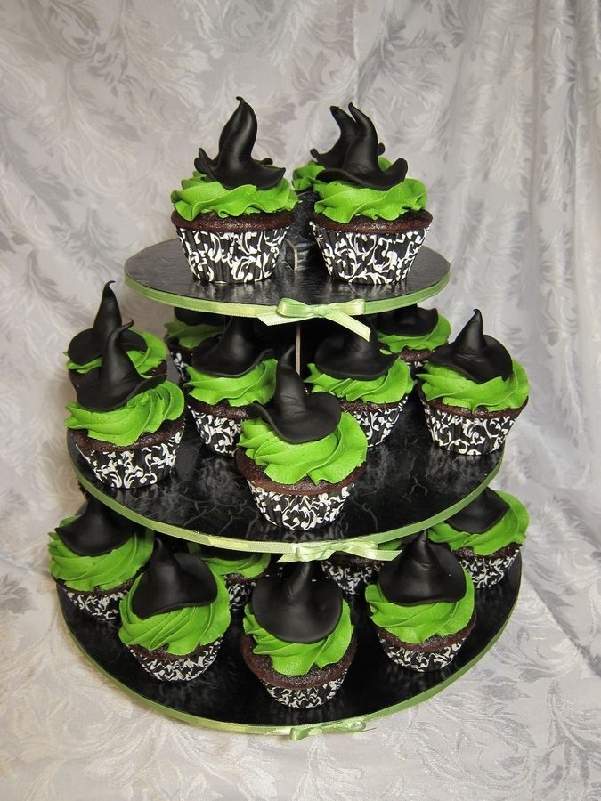 witch cupcakes-nice Elphaba hat!