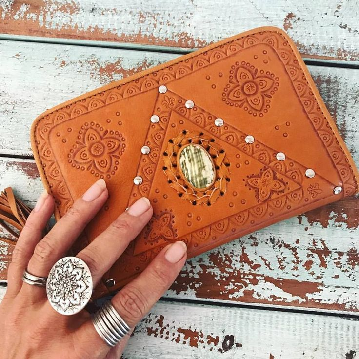 Our stunning new leather Harper Wallet makes the perfect gift or why not spoil yourself 💜  hand tooled with shell inlay, Christmas is just around the corner ~   #creativelifehappylife #mahiyaleather #gypsy #handmade #leatherlove #freespirit #handtooled #oceanlover #bohowallets #leatherwallets #leatherbags