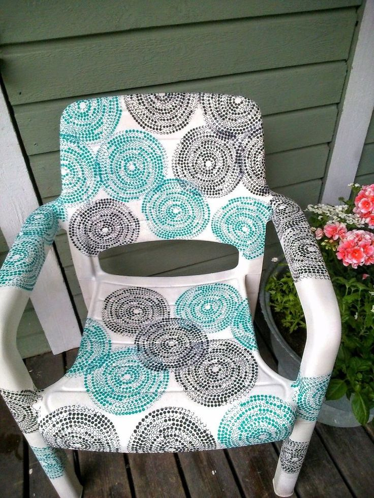 Certainly many home can still find old plastic garden chairs, I think so. My chair was so blackened that I spray painted it first. And look, how it looks  now!I…