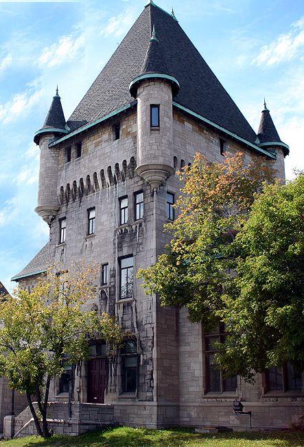 McTavish building, McGill University, Montreal, Québec, Canada https://www.stopsleepgo.com/vacation-rentals/Quebec/Canada