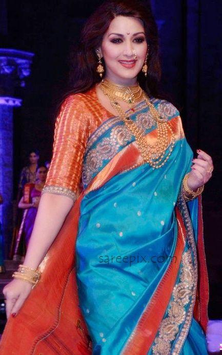 sonali-bendre-ramp-walk-for-shaina-nc-at-make-in-india-bridal-couture