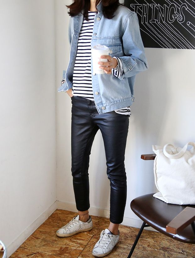 Rien de tel qu'un slim en cuir 7/8 pour pimper un look casual ! (photo Death by Elocution)