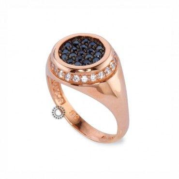 Ένα μοντέρνο δαχτυλίδι τύπου σεβαλιέ (chevalier) σε ροζ χρυσό Κ14 με μαύρα ζιργκόν στο κέντρο και λευκά στην περίμετρο. Αποστολή εντός 24 ωρών #σεβαλιε #ζιργκον #χρυσο #δαχτυλίδι