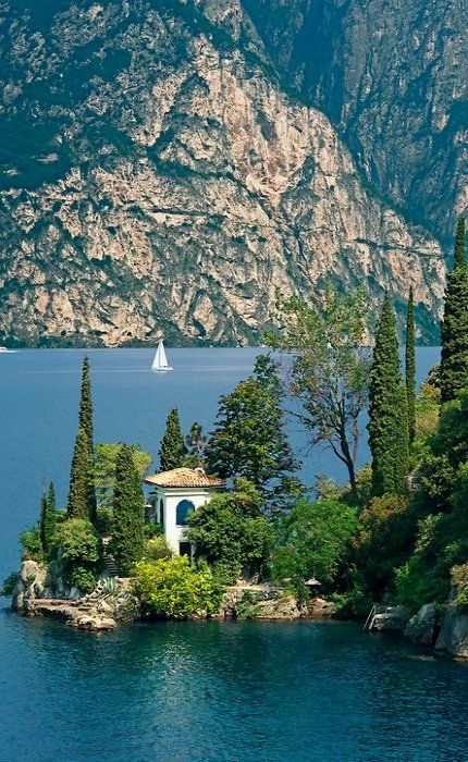 Villa near Torbole on Lake Garda, Trentino, Italy. looks so good!