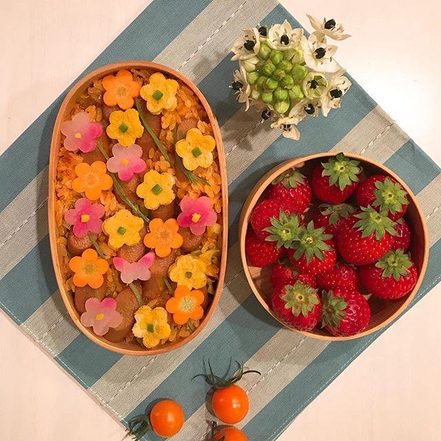 おはようございます☀ ・ #今日のお弁当 ・ ウインナートマトライス🍅のお弁当です✨ ・ 春のお花畑🌸のイメージで💚 ・ 上に散らしてあるお花🌼🌸は ・ ニンジン、薄焼き卵、かぶの甘酢漬け、絹さやです。 ・ 今日は立春ですね💐 ・ ✨皆様、よい週末をお過ごしくださいませ✨ ・ #japaneselunchbox #デリスタグラマー#トマトライス#ロカリ#kurashiru #おうちごはん #オベンタグラム#お昼が楽しみになるお弁当 #お弁当作り楽しもう部 #お弁当記録 #お弁当日記 #お弁当#暮らし #丁寧な暮らし #lin_stagramer #クッキングラム#花のある暮らし #曲げわっぱ弁当 #曲げわっぱ #snapdish