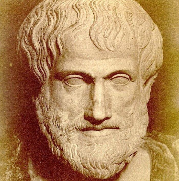 Platonin ja Aristoteleen naiskäsityksiä ei voida sivuuttaa, koska näiden filosofien jälkivaikutus on ollut niin valtava. Erityisesti Aristoteleen näiskäsitys siirtyi lähes sellaisenaan eurooppalais...