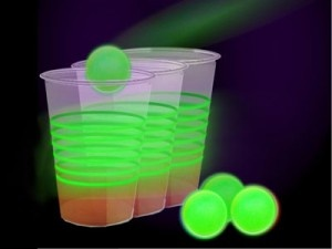 glow-in-the-dark-beer-pong: Colleges Life, Pong Melanie, College Life, Dark Pong, Dark Beruit, Glow In The Dark Beer Pong, Gifts Parties Ideas, Stuff Parties Ideas, Fun Stuff Parties