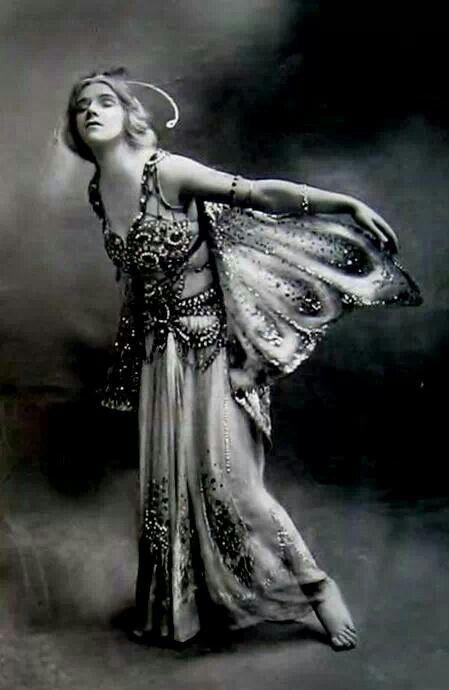 Phyllis Monkman in The Butterflies by Foulsham 1910.