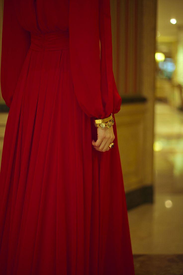 Estilismos de invitada de boda inspirados en los años 40's: vestido Pronovias