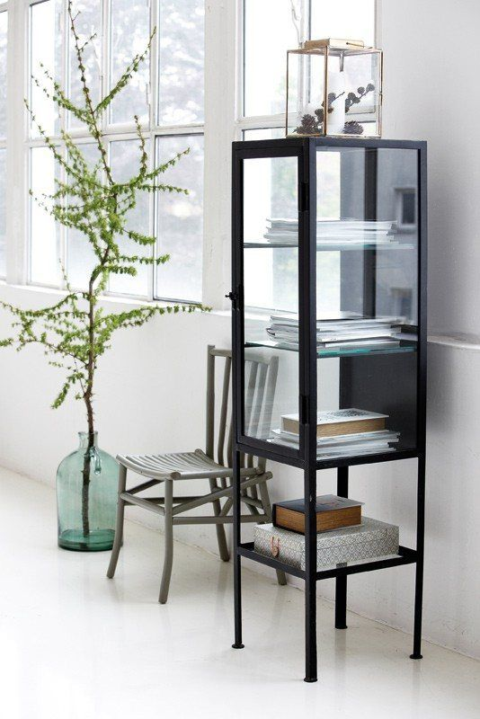 http://unoliving.com/single-vitrine