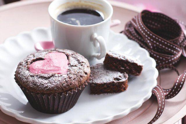 Cupcaky s jahodovým srdíčkem | Apetitonline.cz
