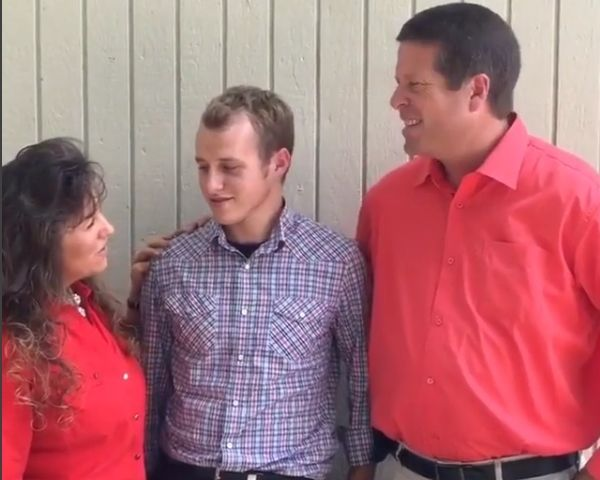 Jim Bob Michelle Duggar Divorce: Porn Addict Josh Duggar Molested Sisters? - http://www.morningledger.com/jim-bob-michelle-duggar-divorce-porn-addict-josh-duggar-molested-sisters/1399349/