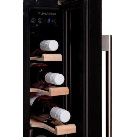Racitor vinuri incorporabil sub blat DX-7.22BK Dunavox DX-7.22BK este mezinul unităților cu compresor din seria Dunavox Exclusive. Este un răcitor de vinuri care se încorporează sub blat.