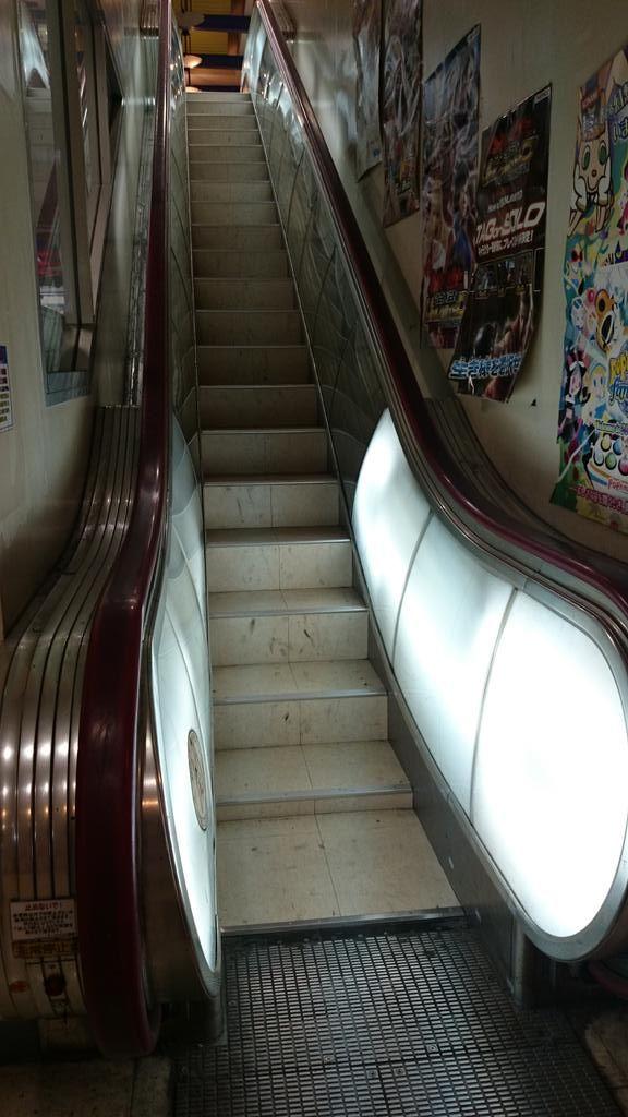 Escalator? 愛知県豊橋市にあるゲームセンター「La・Fiesta ラ・フィエスタ」のエスカレーターっぽい何か / Twitter@MoriNEKSoba