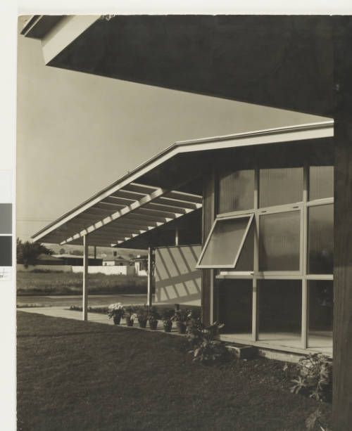 fickett-moore-folio-001~1 :: Photograph, William C. Moore Residence, 1959 :: Edward H. Fickett, FAIA, Collection. http://digitallibrary.usc.edu/cdm/ref/collection/p15799coll25/id/142