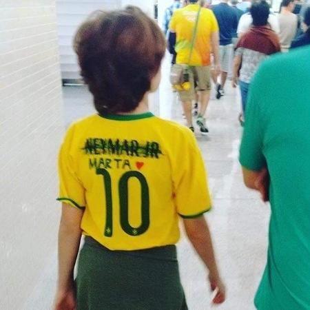 """Olimpíadas Rio 2016: Foto de criança viraliza, e hashtag """"sai Neymar, entra Marta"""" bomba na web"""