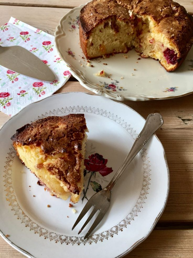 Cake with 'Boerenmeisjes' & Raspberries